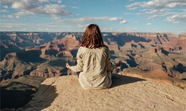 Comment la méditation peut-elle aider à traverser des périodes difficiles ?