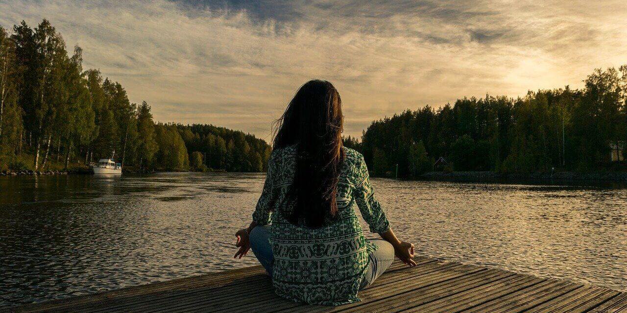 Aidez à mettre fin aux distorsions cognitives grâce à la méditation