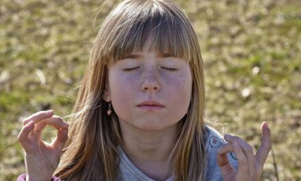Apprenez à votre enfant à méditer en 5 étapes simples